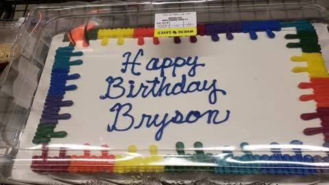 Washington County Sheriffs Deputy Buys Birthday Cake For Waitress In Need