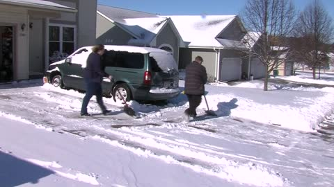 West Bend residents dig out from April snow storm