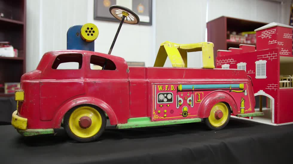 Episode 11 Extra: American LaFrance Model Toy