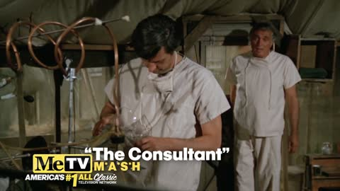 Alan Alda shares a scene with dad Robert Alda on MASH