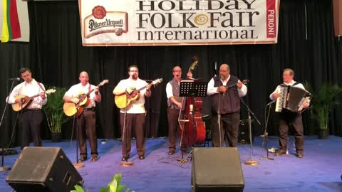 "Festival ""Holiday Folk Fair International"" - ¡Qué Pasa Wisconsin!"